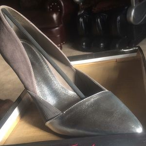 Perfect grey two tone pump